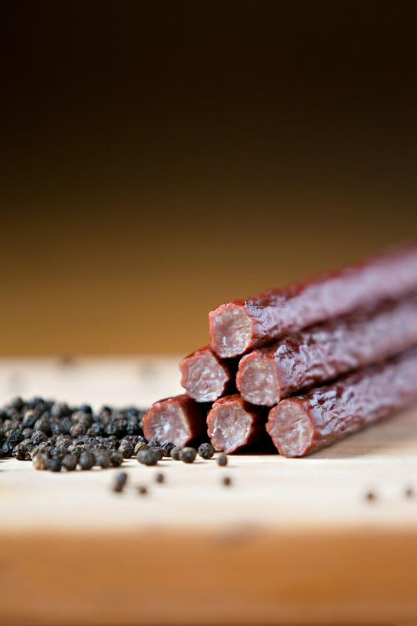 Timber-Ridge-Cattle—Beef-Sticks—Peppered-Snack-Sticks-min